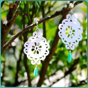 White oval shape lace earrings with Argentinian chrysoprase and silver hardware