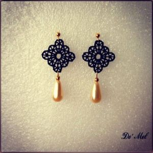 Small black Rhombus Venetian lace earrings with synthetic drop shape pearl and gold hardware