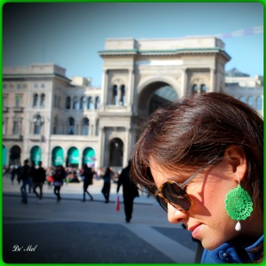 Fluo and more fluo! Medium fluo green Venetian lace earrings with white agate and silver hardware