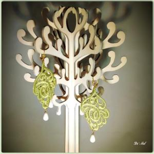 Pistachio leaf shape Venetian lace earrings with white agate and gold hardware