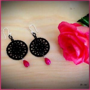Black medium round shape Venetian lace earrings with pink agate and 925 Sterling silver hooks (hand-made in Peru)