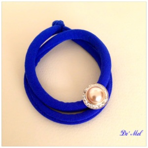 De' Mel Lycra bracelet in cobalt blue with vintage pearl and Swarovski button